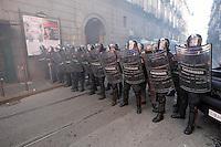 Studenti sfilano per le strade di Napoli per protestare contro le riforme del governo Renzi