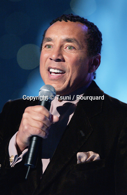 Smokey Robinson performing at the 2001 Soul Train Christmas Starfest, in Santa Monica Auditorium in Los Angeles. November 20, 2001.          -            RobinsonSmokey02.jpg