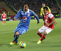 BOGOTA -COLOMBIA. 02-03-2014. David Ferreira  (Der) de Independiente Santa Fe  disputa el balon contra Rafael Robayo de Millonarios   partido por la novena fecha de La liga Postobon 1 disputado en el estadio Nemesio Camacho El Campin. /   David Ferreira (R)  of Independiente Santa Fe  fights the ball against Rafael Robayo of Millonarios  during the match for the nine round of The Postobon one league match at Nemesio Camacho El Campin  Stadium . Photo: VizzorImage/ Felipe Caicedo / Staff