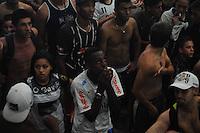 ATENÇÃO EDITOR: FOTO EMBARGADA PARA VEÍCULOS INTERNACIONAIS. - SAO PAULO)12 de dezembro 2012.(JOGO DO CORINTHIANS) Torcedores corintianos reúnem-se na sede da Gaviões da Fiel, em São Paulo, na madrugada desta quarta-feira (12), para assistir à partida contra o time egípcio Al-Ahly, válida pela semifinal do Mundial de Clubes da FIFA 2012, no Japão. A partida está marcada para 8h30, horário de Brasília... FOTO: ADRIANO LIMA / BRAZIL PHOTO PRESS).