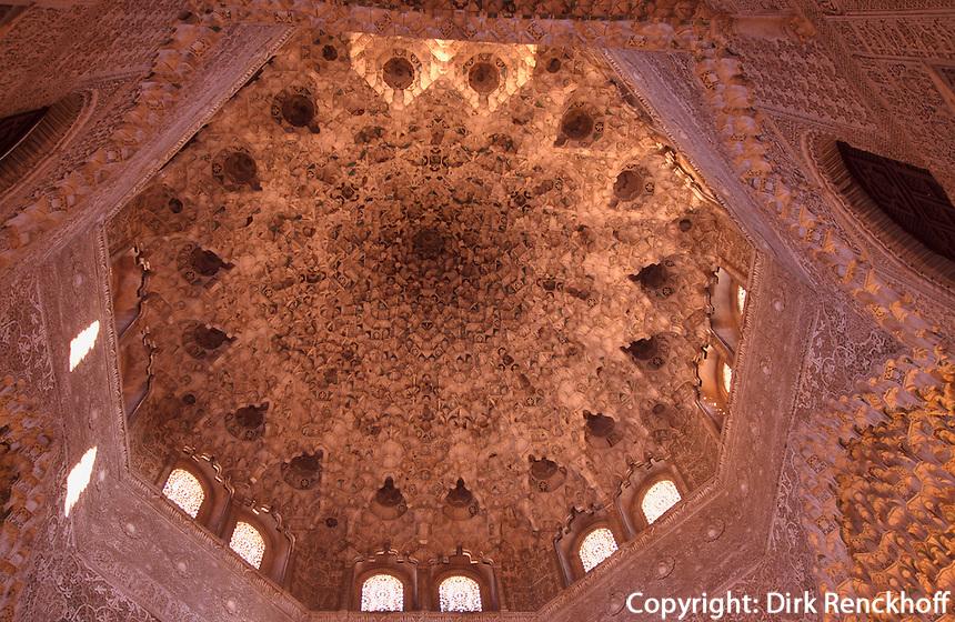 Sala de las dos Hermanas im Harem der Alhambra in Granada aus dem 14.Jh, Andalusien, Spanien, Unesco-Weltkulturerbe