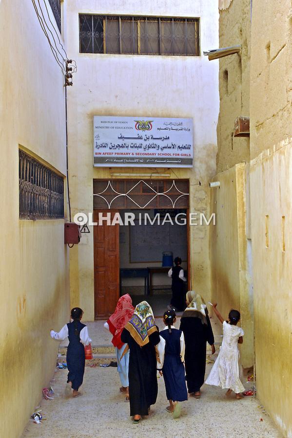 Escola Feminina na cidade de Wadi Doan. Yemen. 2008. Foto de Caio Vilela.