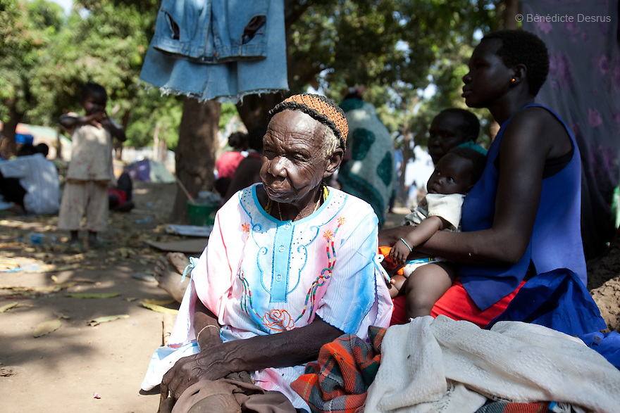 15 december 2010 - Juba, South Sudan - Angelina Iigusi, 85 years old, sits on the bank of the river Nile in the southern capital Juba, South Sudan. Over 55.000 southerners have returned to the South to vote in an independence referendum on January 9, 2011. The return has been organized by the autonomous Government of Southern Sudan programs and others haves spontaneously returned to various states across the south. Many Southern Sudanese fled to the north during the second north-south civil war, which began in 1983 and ended with a 2005 peace deal that granted the south the right to secede through a referendum. Photo credit: Benedicte Desrus