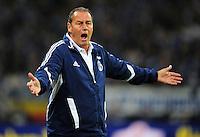 FUSSBALL   1. BUNDESLIGA   SAISON 2012/2013   5. SPIELTAG FC Schalke 04 - FSV Mainz 05                               25.09.2012        Trainer Huub Stevens (FC Schalke 04) engagiert an der Seitenlinie