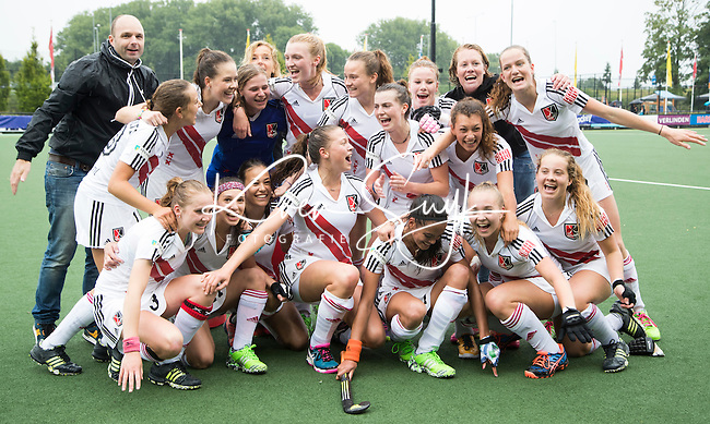 DEN BOSCH - HOCKEY -   Landkampioenschap jeugd  tussen HDM MA1 en Amsterdam MB1. Amsterdam wordt Kampioen (0-1) en viert feest.  COPYRIGHT KOEN SUYK