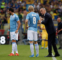 Calcio, Serie A: Lazio vs Frosinone. Roma, stadio Olimpico, 4 ottobre 2015.<br /> Lazio coach Stefano Pioli, right, talks to Lazio's Dusan Basta, center, during the Italian Serie A football match between Lazio and Frosinone at Rome's Olympic stadium, 4 October 2015.<br /> UPDATE IMAGES PRESS/Isabella Bonotto