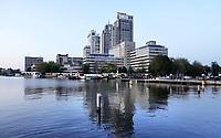 Nederland Amsterdam - 2019.  De Amstel. Kantoren van Philips en Nationale Nederlanden.    Foto Berlinda van Dam / Hollandse Hoogte