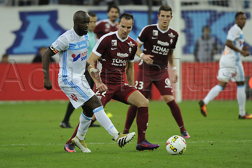 16.10.2016. Marseille, France. French league 1 football. Olympique Marseille versus Metz.  Diarra (OM) challenges Lejeune (Metz)