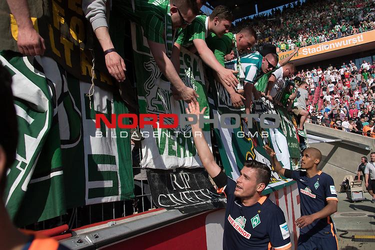 07.05.2016, RheinEnergie Stadion, Koeln, GER, 1.FBL, 1.FC Koeln vs Werder Bremen, im Bild<br /> entt&auml;uscht / enttaeuscht / traurig <br /> der Gang nach dem Spiel zu den Fans<br /> Zlatko Junuzovic (Bremen #16)<br /> Theodor Gebre Selassie (Bremen #23)<br /> <br /> Foto &copy; nordphoto / Kokenge