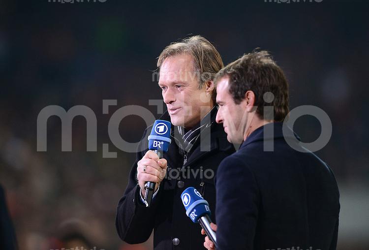 FUSSBALL  DFB-POKAL  VIERTELFINALE  SAISON 2012/2013    FC Bayern Muenchen - Borussia Dortmund       27.02.2013 ARD Moderator Gerhard Delling (li) und Mehmet Scholl (ARD Experte)