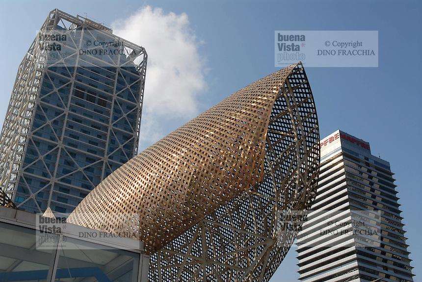 - The two highest buildings in Barcelona, the Hotel Arts (l.) and the Mapfre Tower....- i due palazzi più alti di Barcellona, l'hotel Arts (sin.) e la torre Mapfre....