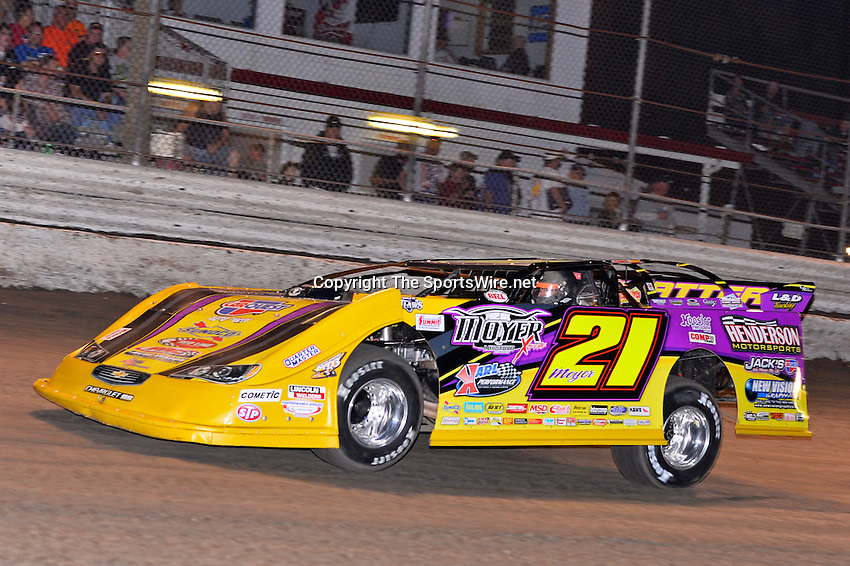 Feb 20, 2014; 6:53:56 PM;  Barberville, FL, USA;  World of Outlaws Late Model Series for 43rd Annual DIRTcar Nationals presented by Summit Racing Equipment at Volusia Speedway Park.  Mandatory Credit: (thesportswire.net)