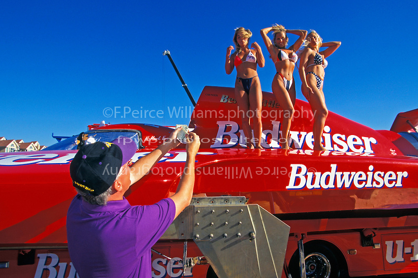 """Smokin' Joe's"" driver Mark Tate offers of a few dollars to the Bud girls..Kelowna, BC 1996..© F. Peirce Williams 1996"