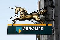 Nederland Zaltbommel 2016. Eenhoorn aan een gevel. ABN AMRO bank . Met behulp van Photoshop is een lantaarnpaal verwijderd uit de achtergrond.  Foto Berlinda van Dam / Hollandse Hoogte