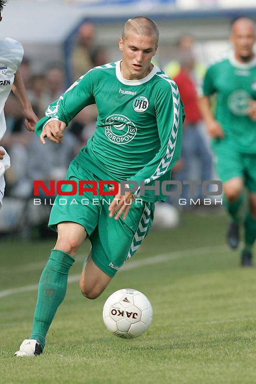 RLN 05 / 06 - 8. Spieltag<br /> <br /> Kickers Emden vs VFB Luebeck<br /> <br /> Tobias Schweinsteiger / LŁbeck<br /> <br /> Foto &copy; nordphoto <br /> <br /> <br /> <br />  *** Local Caption *** Foto ist honorarpflichtig! zzgl. gesetzl. MwSt.<br /> <br />  Belegexemplar erforderlich
