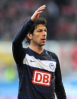 FUSSBALL   1. BUNDESLIGA  SAISON 2011/2012   23. Spieltag FC Augsburg - Hertha BSC Berlin          25.02.2012 Levan Kobiashvili (Hertha BSC Berlin)