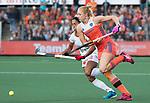 AMSTELVEEN -  Margot van Geffen (Ned) met Marta Segu Rueda (Spa)  tijdens Nederland - Spanje (dames) bij de Rabo EuroHockey Championships 2017.  COPYRIGHT KOEN SUYK