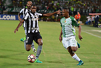MEDELLÍN -COLOMBIA-13-04-2017. Andres Ibarguen (Der) jugador de Atlético Nacional de Colombia disputa el balón con Emerson Santos (Izq) jugador de Botafogo de Brasil durante partido por la fecha 2, fase de grupos, de la Copa CONMEBOL Libertadores Bridgestone 2017 jugado en el estadio Atanasio Girardot de la ciudad de Medellín. / Andres Ibarguen (R) player of Atletico Nacional of Colombia fights for the ball with Emerson Santos (L) player of Botafogo of Brasil during match for the date 2, group  phase, of the Copa CONMEBOL Libertadores Bridgestone 2017 played at Atanasio Girardot stadium in Medellin city. Photo: VizzorImage/ León Monsalve /Cont