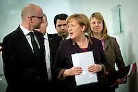 Peter Tauber, neuer Generalsekret&auml;r der CDU und Bundeskanzlerin Angela Merkel (CDU) unterhalten sich am Sonntag (15.12.13) in Berlin.<br /> Foto: Axel Schmidt/CommonLens