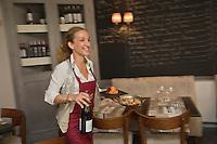 Europe/France/Aquitaine/47/Lot-et-Garonne/Agen:  Aurélie Chaudruc dans son restaurant: Bistrot Voltaire, [Non destiné à un usage publicitaire - Not intended for an advertising use]
