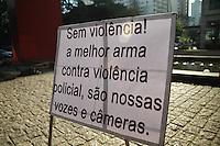 SÃO PAULO, SP - 13.09.2013 - MANIFESTAÇÃO EM APOIO AS FERIDOS 7 DE SETEMBRO -  Grupo se reuni no vão do MASP na Av Paulista região central de São Paulo neste sábado (13) em apoio aos feridos no confronto de 7 de setembro. (Foto: Marcelo Brammer/Brazil Photo Press)