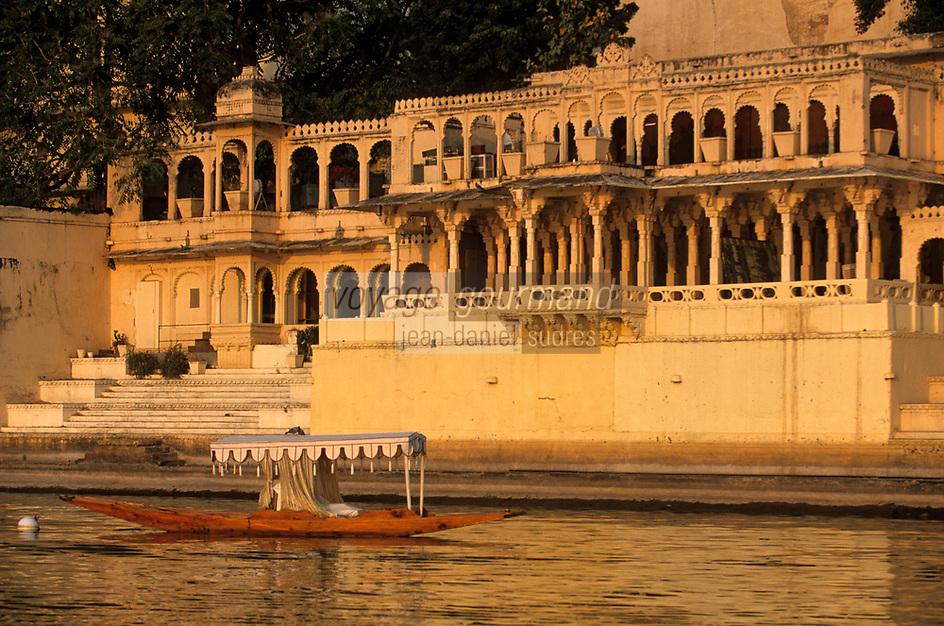 Asie/Inde/Rajasthan/Udaipur:  Palais sur les rives du  lac Pichola