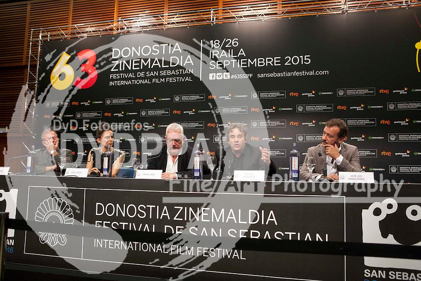Elena Anaya, Eduard Fernandez, Jose Luis García Perez, Imanol Uribe poses