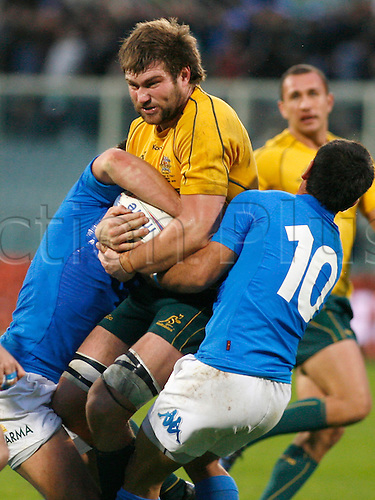Nov 20th 2010 Florence,International Rugby Union. Italy v Australia,14-32. Picture ben Mccalman is held by two Italian players