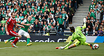 Dylan McGeough scores for Hibs
