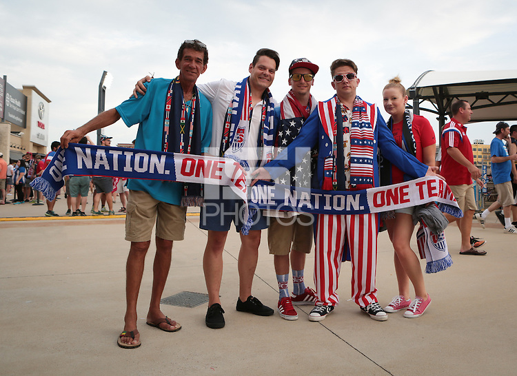 Frisco, TX. - Tuesday, July 7, 2015: The US Men's National team go up against Honduras to begin group play in the 2015 Gold Cup at Toyota stadium.