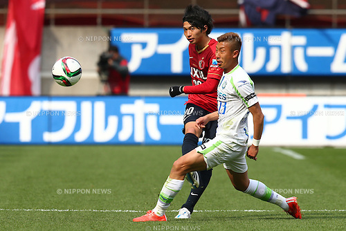 (L-R)<br /> Gaku Shibasaki (Antlers),<br /> Kaoru Takayama (Bellmare),<br /> MARCH 14, 2015 - Football / Soccer : <br /> 2015 J1 League 1st stage match between<br /> Kashima Antlers 1-2 Shonan Bellmare<br /> at Kashima Soccer Stadium in Ibaraki, Japan.<br /> (Photo by Shingo Ito/AFLO SPORT)