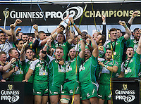 28/05/2016;Guinness Pro12 Final<br /> The Connacht team celebrate with the cup.<br /> Photo Credit: actionshots.ie/Tommy Grealy