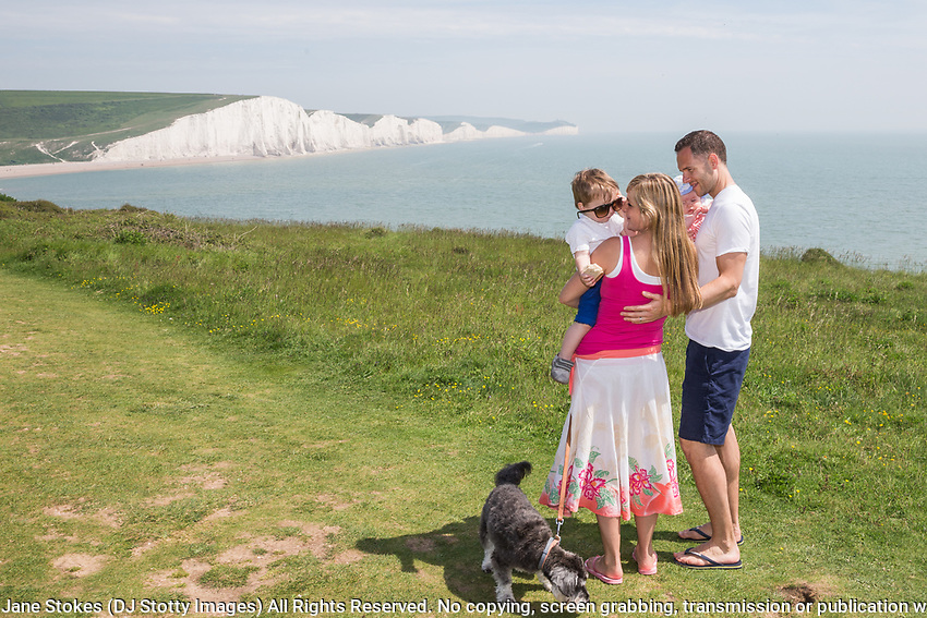 Photoshoot with Rachael, Tim, Oliver, Aurelia & Oscar the dog in Seaford, East Sussex, GBR on Monday 28 May 2018 Photo Jane Stokes