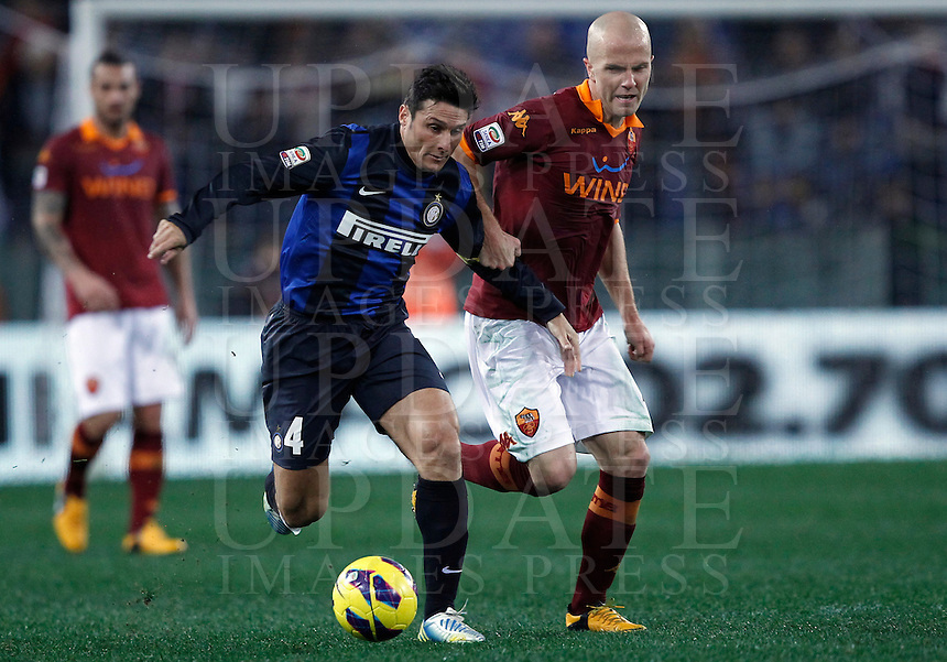 Calcio, Serie A: Roma vs Inter. Roma, stadio Olimpico, 20 gennaio 2013..FC Inter defender Javier Zanetti, of Argentina, left, is challenged by AS Roma midfielder Michael Bradley, of the United States, during the Italian Serie A football match between AS Roma and FC Inter at Rome's Olympic stadium, 20 January 2013..UPDATE IMAGES PRESS/Isabella Bonotto