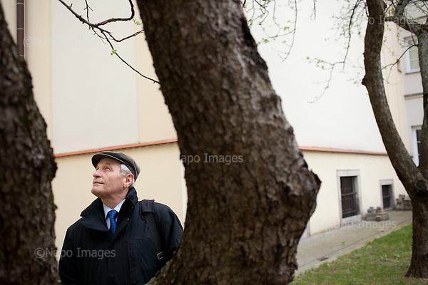 Warsaw, April 7, 2017:<br /> Stanislaw Koziej, Polish army general who recently lost his job is posing after class at the yard of Warsaw University where he teaches.<br /> Photo by Piotr Malecki / Napo Images<br /> ******<br /> Warszawa, 7/04/2017:<br /> General Stanislaw Koziej, usuniety przez rzad PiS z wojska. Zdjecie wykonane na Uniwersytecie Warszawskim, gdzie general ma wyklady.<br /> Fot: Piotr Malecki / Napo Images