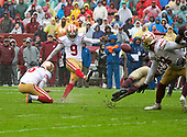 San Francisco 49ers kicker Robbie Gould (9) kicks a fourth quarter field goal against the Washington Redskins at FedEx Field in Landover, Maryland on Sunday, October 20, 2018.  The 49ers won the game 9 - 0.<br /> Credit: Ron Sachs / CNP