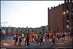 Turismo in Barriera. Concerto spontaneo guidato da Luca Morino in giro per il quartiere di Barriera di Milano. Tappa al condominio Bologna di via Pacini. Giugno 2012