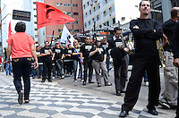 SAO PAULO, 13 DE AGOSTO DE 2012 - MANIFESTACAO BANCARIOS - Bancarios em passeata de protesto contra demissoes na Avenida Brigadeiro Luis Antonio, na tarde desta segunda feira, regiao central da capital. A passeata que saiu da frente do predio da Gazeta segue ate a Praca do Patriarca. FOTO: ALEXANDRE MOREIRA - BRAZIL PHOTO PRESS