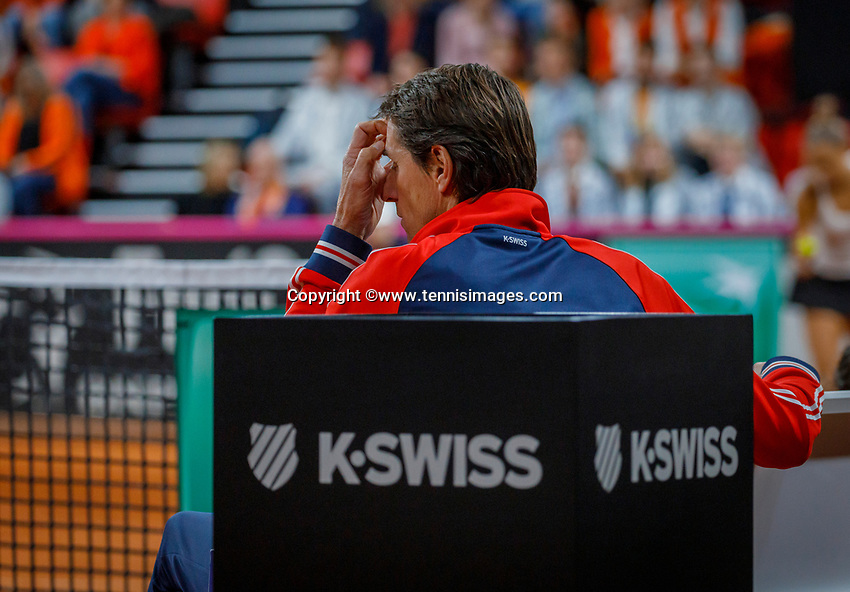The Hague, The Netherlands, Februari 8, 2020,    Sportcampus, FedCup  Netherlands -  Balarus, Dutch bench, Captain Paul Haarhuis worries<br /> Photo: Tennisimages/Henk Koster