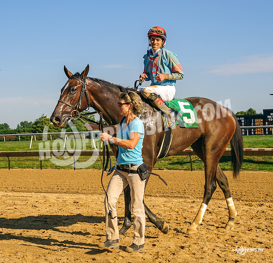 Sommer Something winning at Delaware Park on 9/22/16