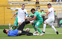 BOGOTA - COLOMBIA - 25-04-2015: Andy Pando  de La Equidad disputa el balon  contra  Michael Etulain  del Cucuta Deportivo  , durante partido  por la fecha 17 entre La Equidad y Cucuta Deportivo de la Liga Aguila I-2015, en el estadio Metropolitano de Techo  de la ciudad de Bogota. /Andy Pando player of  La Equidad  fights the ball  against  Michael Etulain  of  Cucuta Deportivo  , during an  match of the 17 date between La Equidad and Cucuta Deportivo   for the Liga Aguila I -2015 at the Metropolitano de Techo  Stadium in Bogota city, Photo: VizzorImage / Felipe Caicedo / Staff.