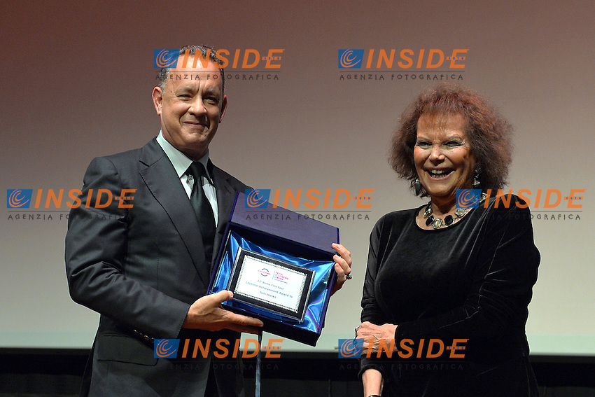 Tom Hanks e Claudia Cardinale<br /> Roma 13-13-2016. Festa del Cinema di Roma XI edizione. Premio alla carriera a Tom Hanks<br /> Rome 13th October 2016. Rome Film Fest XI edition. Prize to careers for Tom Hanks<br /> Foto Massimiliano Rocchi/Pool/Insidefoto