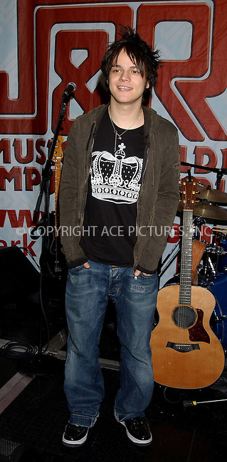 WWW.ACEPIXS.COM . . . . . ....NEW YORK, MARCH 29, 2006....Jamie Cullum at J and R for performance.....Please byline: KRISTIN CALLAHAN - ACEPIXS.COM.. . . . . . ..Ace Pictures, Inc:  ..Philip Vaughan (212) 243-8787 or (646) 679 0430..e-mail: info@acepixs.com..web: http://www.acepixs.com