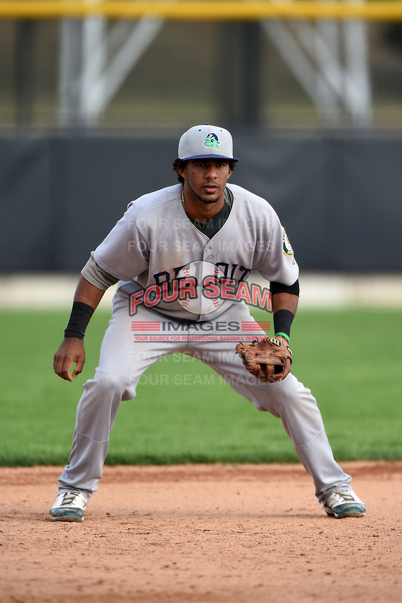 Beloit Snappers third baseman Luis Baez (3) during a game against the Clinton LumberKings on August 17, 2014 at Ashford University Field in Clinton, Iowa.  Clinton defeated Beloit 4-3.  (Mike Janes/Four Seam Images)