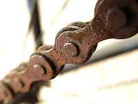 BOGOTÁ-COLOMBIA-06-01-2013. Primer plano de una cadena de bicicleta oxidada. Bicycle's chain in close-up. (Photo:VizzorImage)