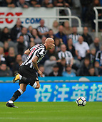 1st October 2017, St James Park, Newcastle upon Tyne, England; EPL Premier League football, Newcastle United versus Liverpool; Jonjo Shelvey of Newcastle United runs with the ball in the 1-1 draw