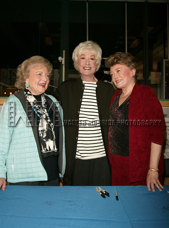 Bea Arthur, Betty White and Rue McClanahan signing copies of THE GOLDEN GIRLS SEASON 3 DVD Box Set at Barnes & Noble, Sixth Avenue in Chelsea, New York City..November 22, 2005.© Walter McBride /