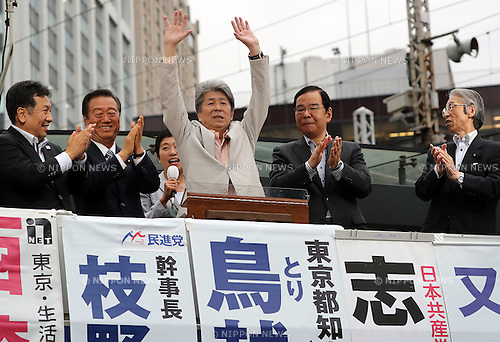 July 22, 2016, Tokyo, Japan - Shuntaro Torigoe (C), a candidate for the Tokyo gubernatorial election raise his hands while opposition leaders Yukio Edano (L) of Democratic Party, Ichiro Ozawa of People's Life Party, Kazuo Shii (2nd R) of Communist Party and Seiji Mataichi (R) of Social Democratic Party clap their hands during a campaign in Tokyo on Friday, July 22, 2016. Tokyo gubernatorial election will be held on July 31.     (Photo by Yoshio Tsunoda/AFLO) LWX -ytd-