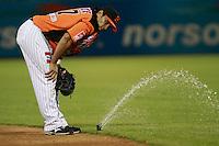 Jesse Gutierrez observa uno de los aspersores que se activo solo y suspendió temporalmente  el juego  de beisbol de Naranjeros vs Cañeros durante la primera serie de la Liga Mexicana del Pacifico.<br /> 15 octubre 2013
