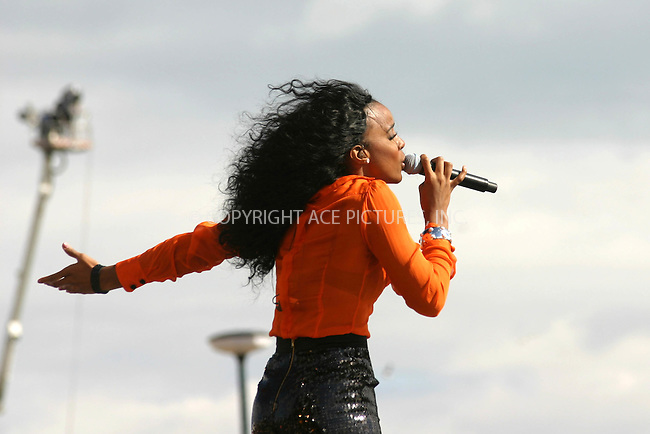 Kelly Rowland performing live at the 'T4 on the Beach' festival in Weston-super-Mare, Somerset - 20 July 2008..FAMOUS PICTURES AND FEATURES AGENCY 13 HARWOOD ROAD LONDON SW6 4QP UNITED KINGDOM tel +44 (0) 20 7731 9333 fax +44 (0) 20 7731 9330 e-mail info@famous.uk.com www.famous.uk.com.FAM23657